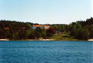 Åh stiftsgård sedd från sjön
