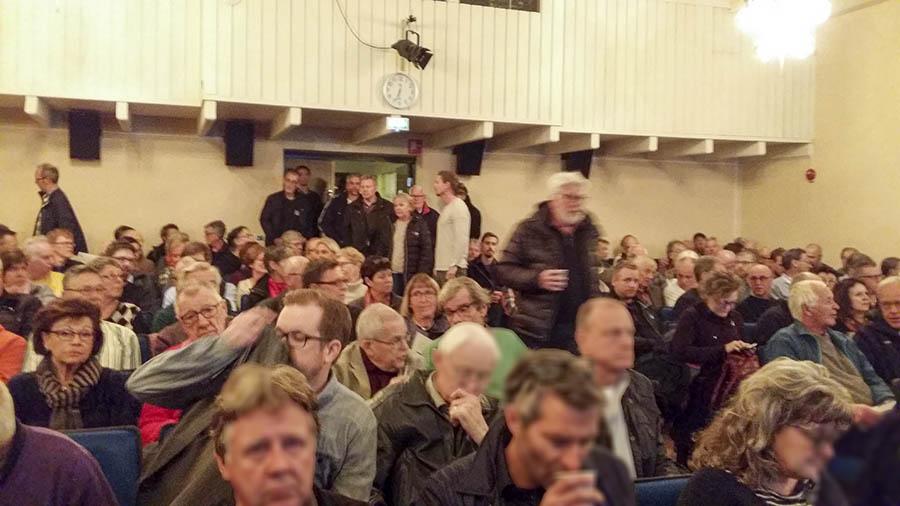 En fullsatt Grundtvigsal på Folkhögskolan. (Bild: Lars Kjellberg)